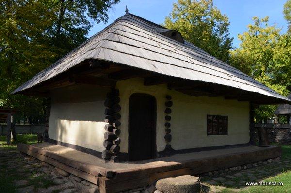 Bucuresti_Muzeul_National_al_Satului_toamna_12