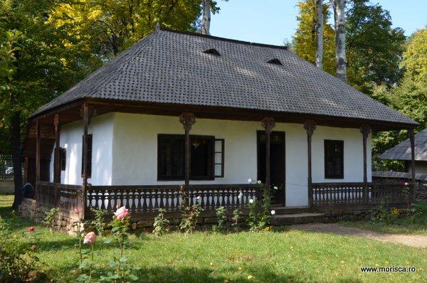 Bucuresti_Muzeul_National_al_Satului_toamna_13