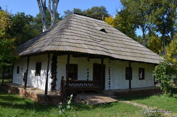 Bucuresti_Muzeul_National_al_Satului_toamna_16