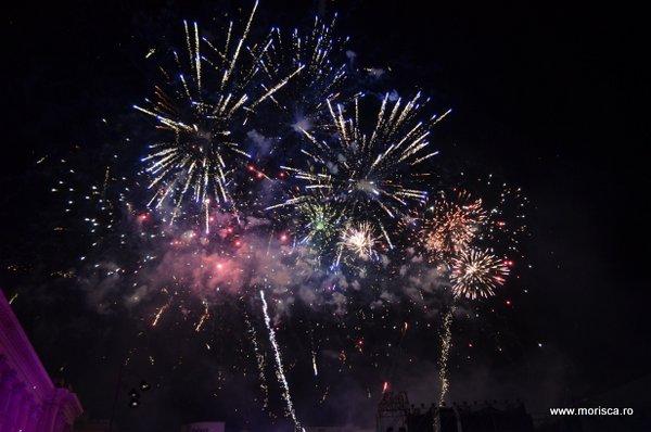 Artificii la lansarea Telekom in Romania in Piata Revolutiei din Bucuresti