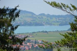 Vedere de la Castelul Schloss Neuschwanstein din Bavaria (Germania)