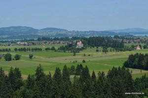 Priveliste de la Castelul Schloss Neuschwanstein din Bavaria (Germania)