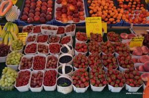 Taraba cu fructe in Nueremberg (Germania)