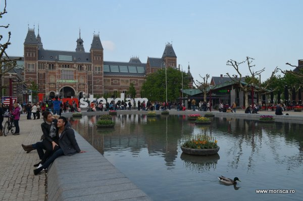Primavara iin Museumplein Amsterdam
